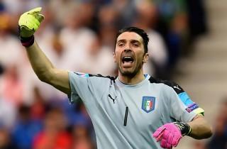 Italien vandt i Buffons jubilæumskamp