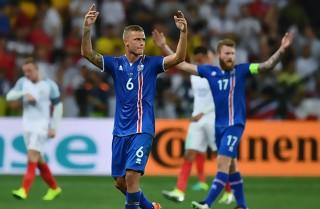 EM-playoff: Island starter mod Rumænien