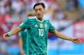 Özil færdig for Tyskland: Føler sig racisme-ramt