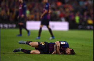 Messi strålede og blev skadet i livlig topkamp