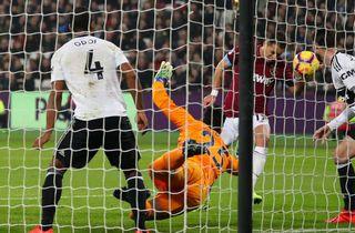 Guds hånd: Chicharito slår West Ham til sejr