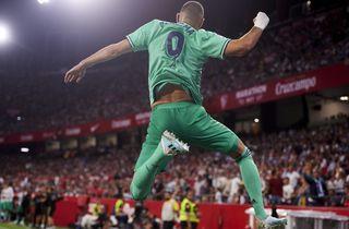 Benzema headede Real op på andenpladsen