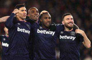 West Ham sænkede Saints i intenst bundbrag