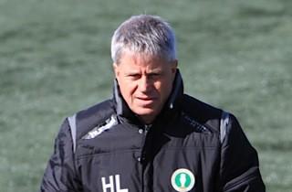 Cheftræner forlader AB