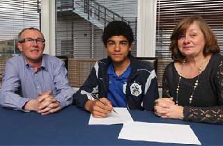 Prof-kontrakt til dansk Huddersfield-talent
