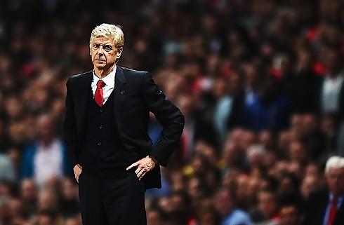 Wenger hylder enest�ende Cech