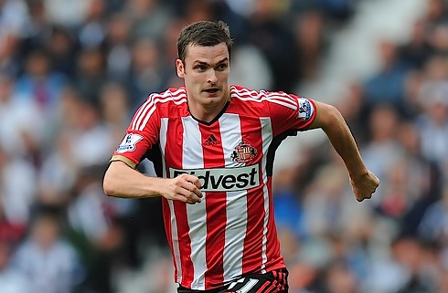 Sunderland smider Adam Johnson p� porten