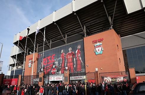 Liverpool udlejer ung kantspiller til Freiburg