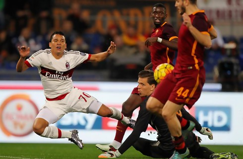 Roma og Milan sp�ndte ben for hinanden