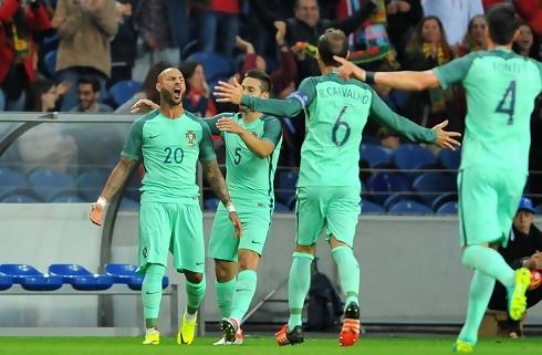 Portugal og Mexico delte efter to sene mål