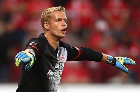 Huddersfield lejer Jonas Lössl