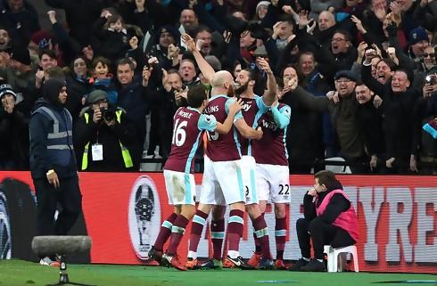 Carroll reddede point for West Ham