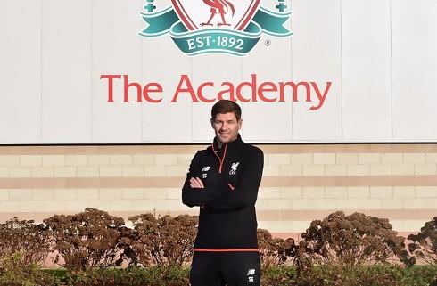 Liverpool hyrer Gerrard som ungdomstræner