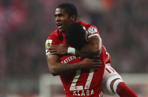 Bayerns Costa ude med knæskade