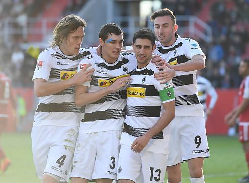 Gladbach forlænger med målfarlig kaptajn