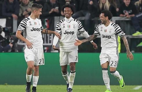 Juventus cruisede i kvartfinalen mod 10 mand