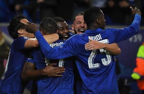 Schmeichel reddede straffe i ny Leicester-triumf