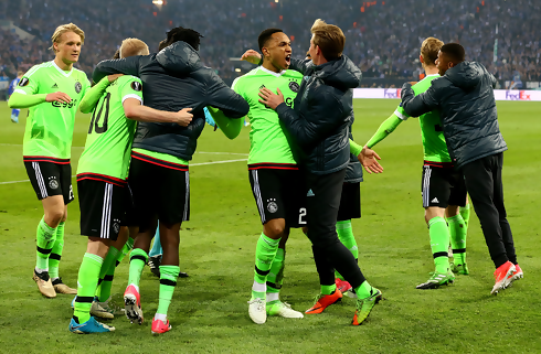 Ajax' 10 mand gik videre mod Schalke