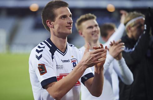 Juel-Nielsen forhandler med AGF