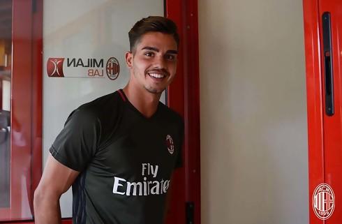 Officielt: AC Milan køber Andre Silva i Porto
