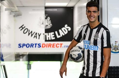 Newcastle køber Dortmund-spanier fri