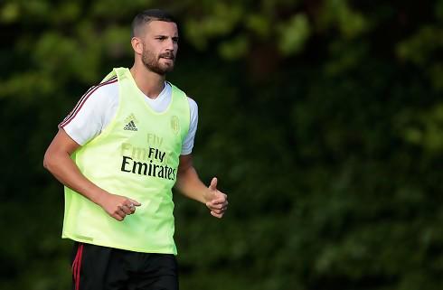 Milans Musacchio misser op til to måneder