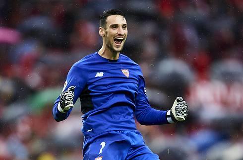 Officielt: Sevilla-keeper tager et år i PSG