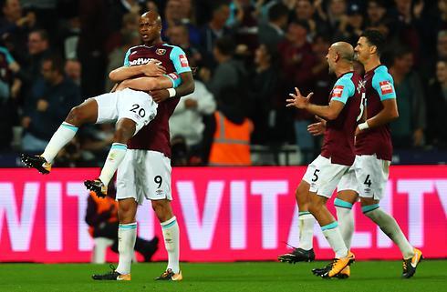 West Ham passerede Lössl og vandt 2-0