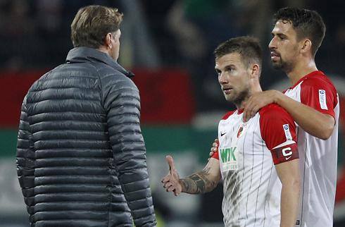 Augsburg forlænger med loyal veteran