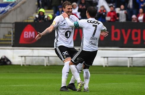 Mike J. glæder sig over dedikeret Bendtner