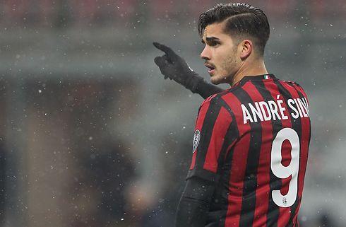 AC Milan sender angriber til Frankfurt