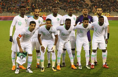To klubber stiller med 20 spillere i Saudi-trup