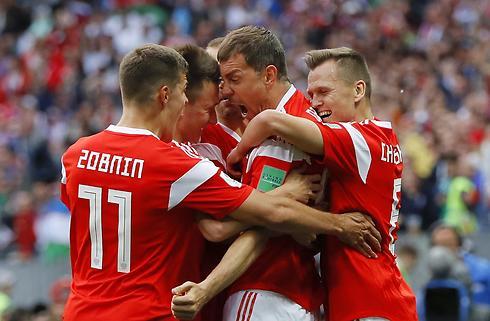 Rusland åbnede VM med 5-0-sejr