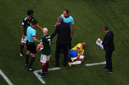 Dani Alves: VM-kritik vil modne Neymar