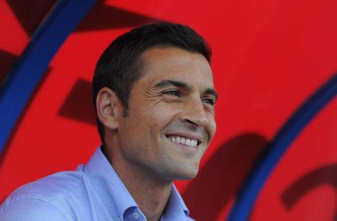 Huesca hyrer tidligere Almeria-træner