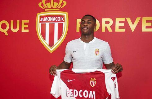 Monaco henter defensiv forstærkning i Lille