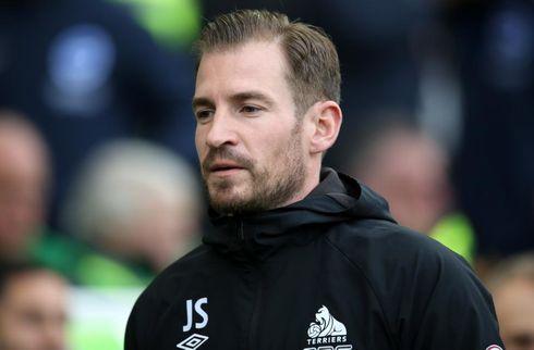 Huddersfield sparker manageren på porten