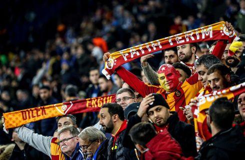 Fire røde kort i vanvittig Galatasaray-sejr