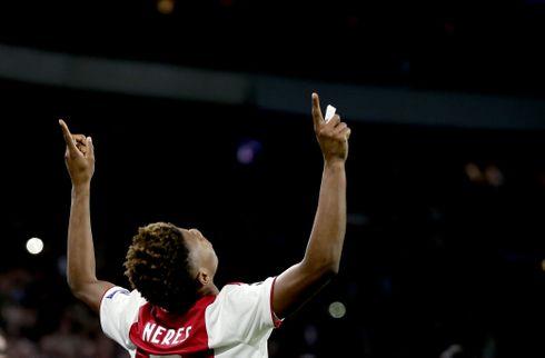 Ajax holder på ombejlet brasilianer