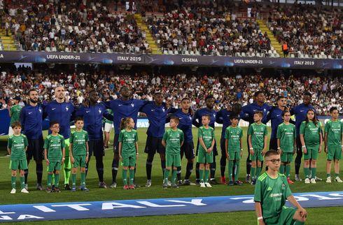 Rumænien og Frankrig lullede sig i semifinaler