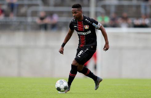 Leverkusen-back motiveres af ny konkurrent