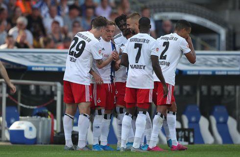 HSV nedlagde Karlsruhe og strøg til tops