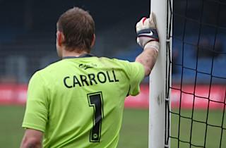 OB lader Roy Carroll gå