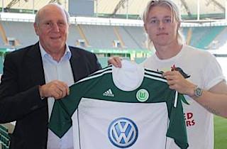 Kj�r helt engageret i Wolfsburg