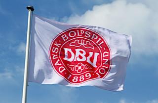 Ung Augsburg-stopper fravælger Danmark