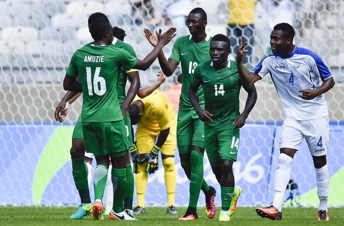 Africa Cup of Nations -Nigeriansk angriber kollapset til træning